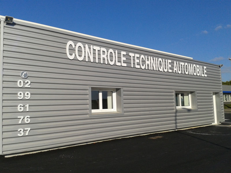 Soci t id pub vitr 35 enseigne avec rampe lumineuse for Garage peugeot sourget rennes